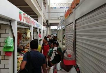 Preparan multas de 10 mil a locatarios por mercancía en pasillos