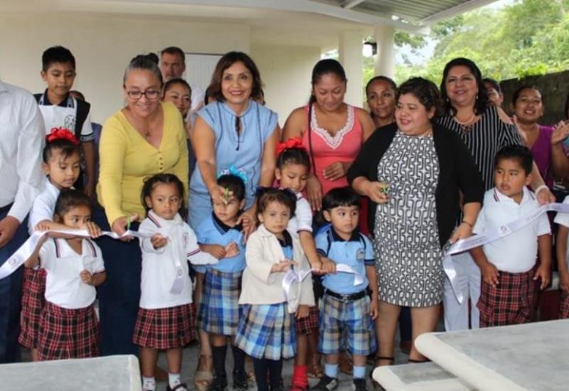Inaugura alcaldesa Lorena Méndez Denis Desayunador Escolar