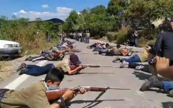 En Guerrero entrenan a niños con armas para defenderse del narco
