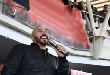 Lupillo Rivera sorprende en el metro de la CDMX