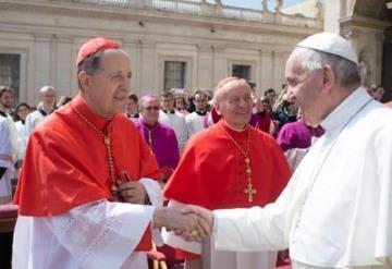 Rechaza papa Francisco posibilidad de permitir que hombres casados sean sacerdotes