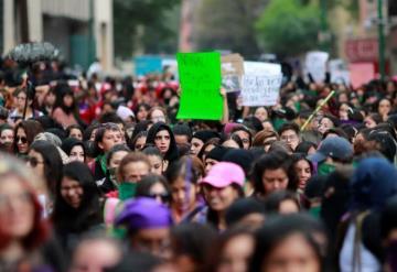 Concluye marcha feminista en el ángel de la independencia