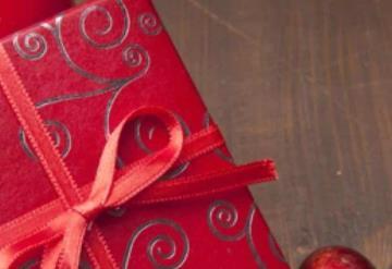 Diputada se vuelve viral tras ser plantada con todo y regalos