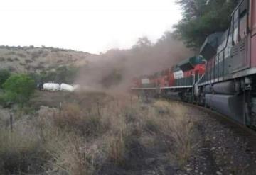 Al menos un muerto tras descarrilamiento de tren en Sonora