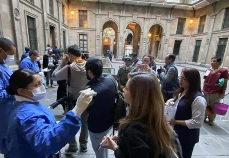 Revisan a reporteros de la ´mañanera´ antes de entrar a Palacio Nacional
