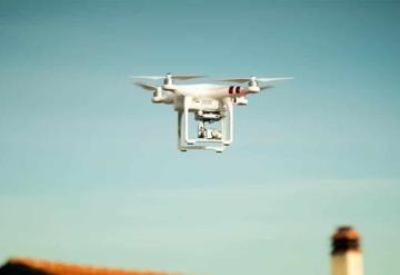 Hombre se queda sin papel higiénico y su amigo le envía con un dron, en plena cuarentena