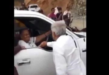 Saluda AMLO a la madre de Joaquín El Chapo Guzmán en Sinaloa