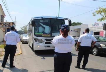 Sancionan a transportistas de Comalcalco por sobrecupo