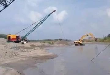 Continúa desazolve en el tapón con la finalidad de abastecer agua: gobernador Adán Augusto