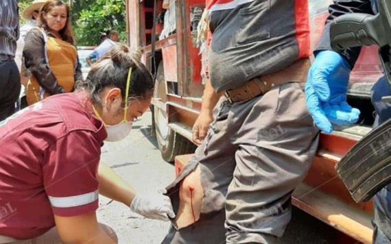 Asaltan a empleados de empresa de refrescos; los balean por robarles 1500 pesos