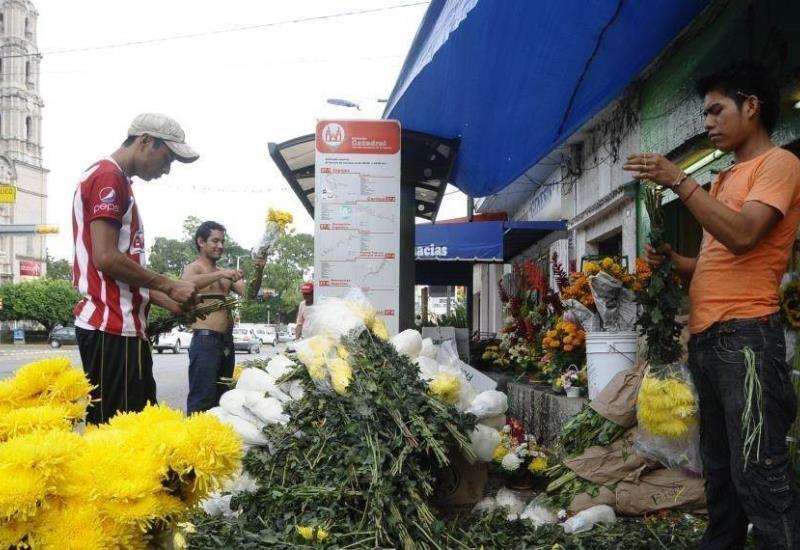 Vendedores del mercado de las flores exigen apoyo de desempleo tras cierre de sus locales