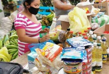 Entregan apoyos en comunidades de Comalcalco