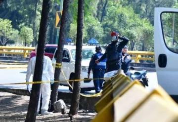 Encuentran mujer muerta en un puente de la CDMX; tenía golpes y estaba descalza