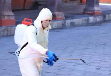 Hombres vestidos de agentes sanitizantes asesinan a mujer en intento de robo