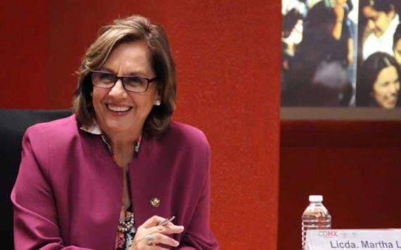 Senadora aparece sin ropa en videollamada con legisladores