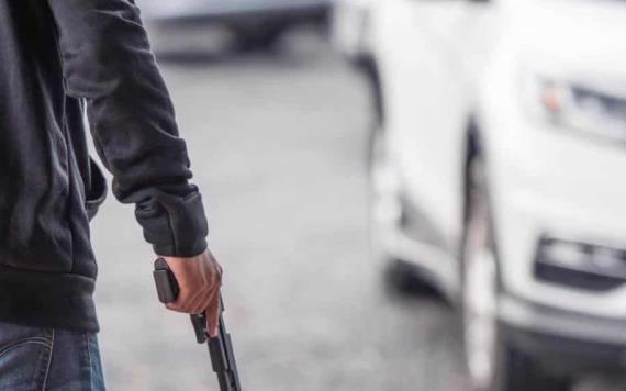A punta de pistola roban camioneta en Cárdenas