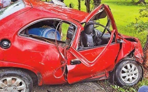 Conductor pierde el control y choca contra árbol en Cárdenas