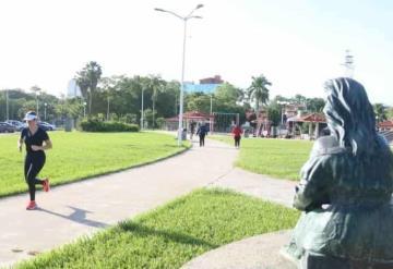 Tabasqueños dejan atrás confinamiento y salen a ejercitarse en parques
