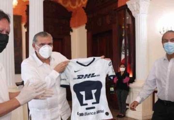 Pumas firma convenio con gobernador de Tabasco