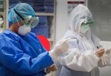 Así luce la mano de un médico tras 10 horas de trabajo con guantes