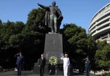 López Obrador visita monumento a Benito Juárez en Washington