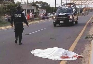 Vendedor de pescados muere al ser atropellado; cruzaba la calle cerca de un puente peatonal
