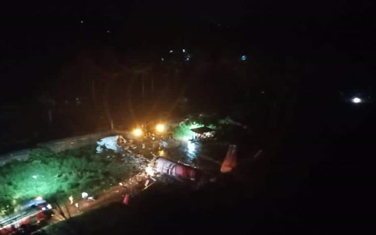 Durante aterrizaje de emergencia, avión de Air India se parte en dos