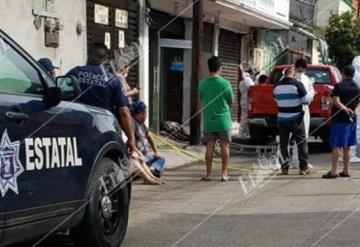 Ejecutan moto-sicarios a dueño de la Pescadería Camilo, cámara capta a los presuntos asesinos