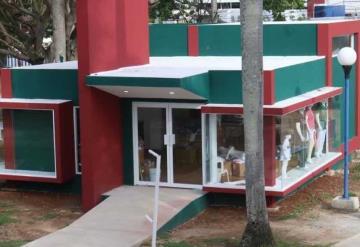 Lista y operando tienda de souvenir de Olmecas de Tabasco