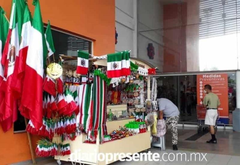 Tabasco se pinta tricolor; ambulantes inician comercialización de productos patrios