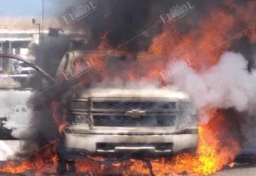 Camioneta se incendia en la caseta de cobro de Sánches Magallanes