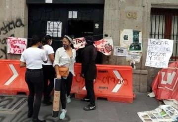 Activistas toman la sede de la CNDH; apoyan a familiares de desaparecidos