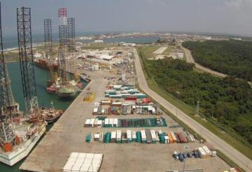 Por mal tiempo mantienen cerrado el puerto de Dos Bocas