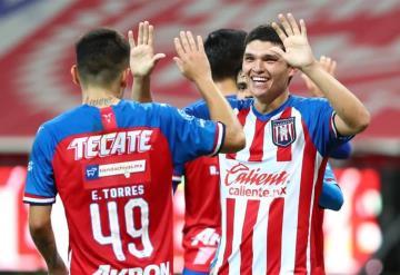 """Sebastián """"Chevy"""" continúa alzando la mano para tener más minutos con Chivas"""