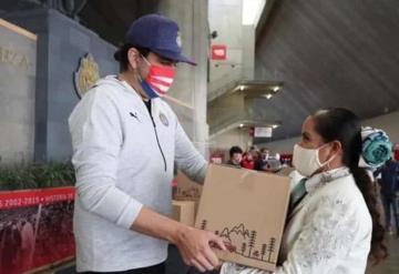 Chivas entrega despensas a mariachis