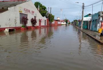 Instalan bomba para desazolvar agua en calles de Jonuta