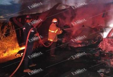 Se incendian autos tras choque en la Cárdenas-Agua Dulce; muere una persona