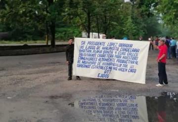 Dos grupos de ejidatarios se manifestaron a la entra de la presa Peñitas