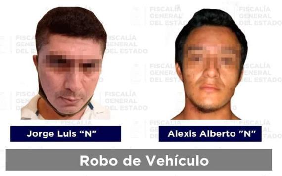 Detienen a dos presuntos responsables de robo de vehículo en Comalcalco