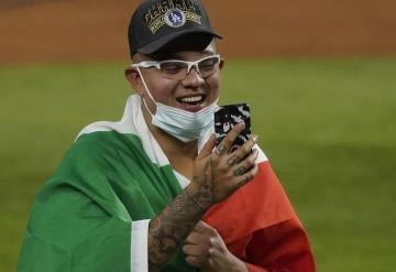 Julio Urías exclamó orgulloso un ¡Qué viva México!