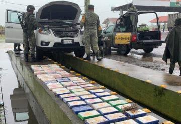 Aseguran camioneta cargada con cocaína en puente Tonalá