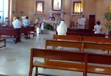 Oficio el párroco, Fernando Carrera eucaristía en honor de los muertos