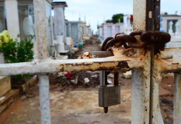 Desolados y cerrados se encuentran los panteones de Villahermosa