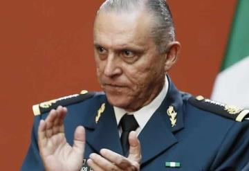 Cienfuegos ya está en México, FGR le informa de investigación en su contra