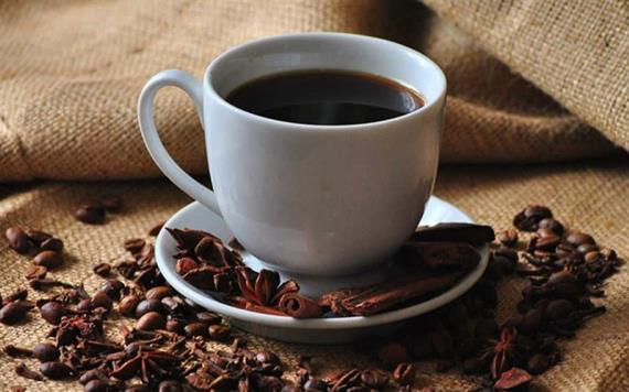 ¿La cafeína en el café y el té afecta sus niveles de azúcar en sangre?