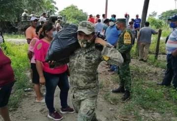 Elementos del Ejército Mexicano llevaron ayuda humanitaria a habitantes anegados por la creciente