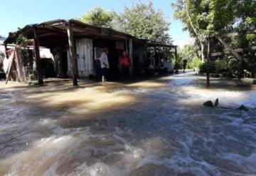 """Rescatan y evacuan a habitantes de rancherías casas inundadas por el """"Mono Sagrado"""""""