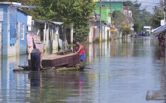 Cumplen un mes anegados en Gaviotas Sur