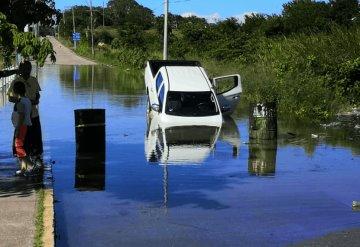Falta de señalamientos en zonas inundadas provoca accidente en Tenosique