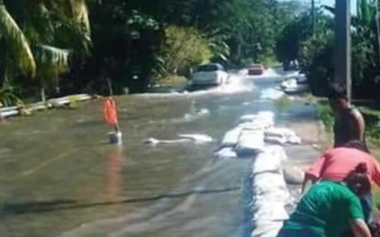 Río Usumacinta desborda en más de 300 metros, vía Jonuta-Zapatero